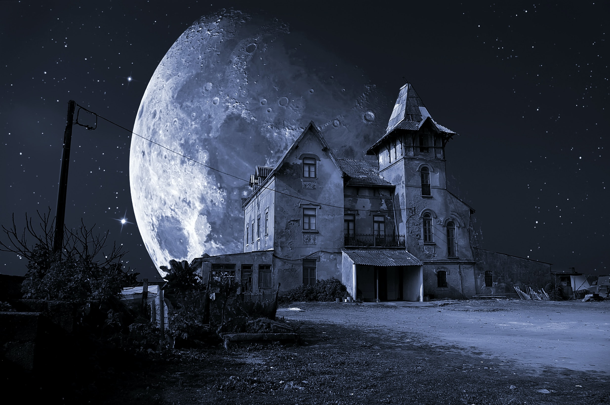 Evolutionary Psychology Explains Why Haunted Houses Creep Us Out