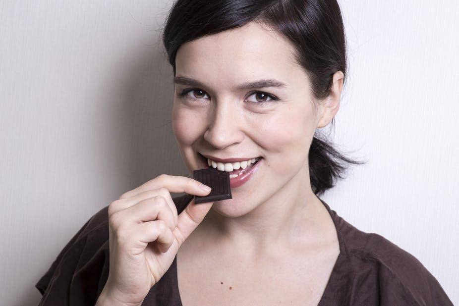 Gi diets dont work gut bacteria and dark chocolate are a better listen to your gut dark chocolate is rich in polyphenols chocolate by shutterstock solutioingenieria Choice Image