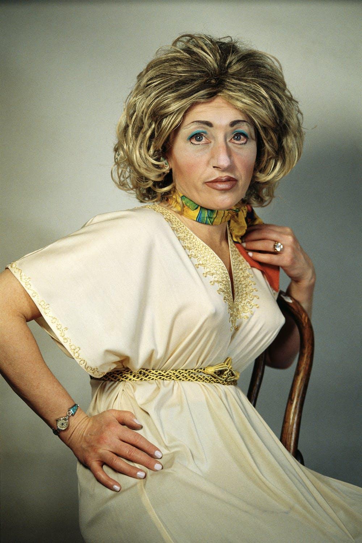 Resultado de imagem para cindy sherman woman