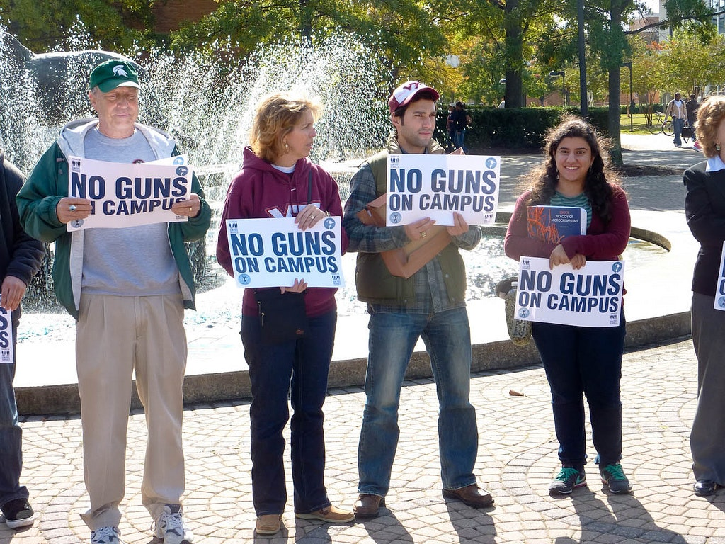 should guns be allowed on college campuses essay