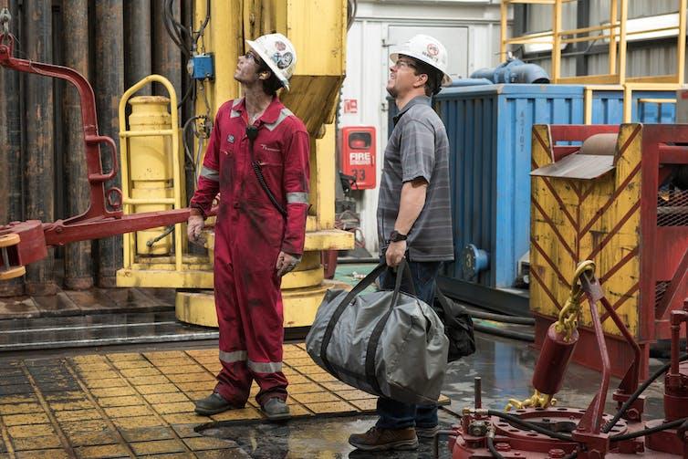 Deepwater Horizon' honors oil rig workers but oversimplifies