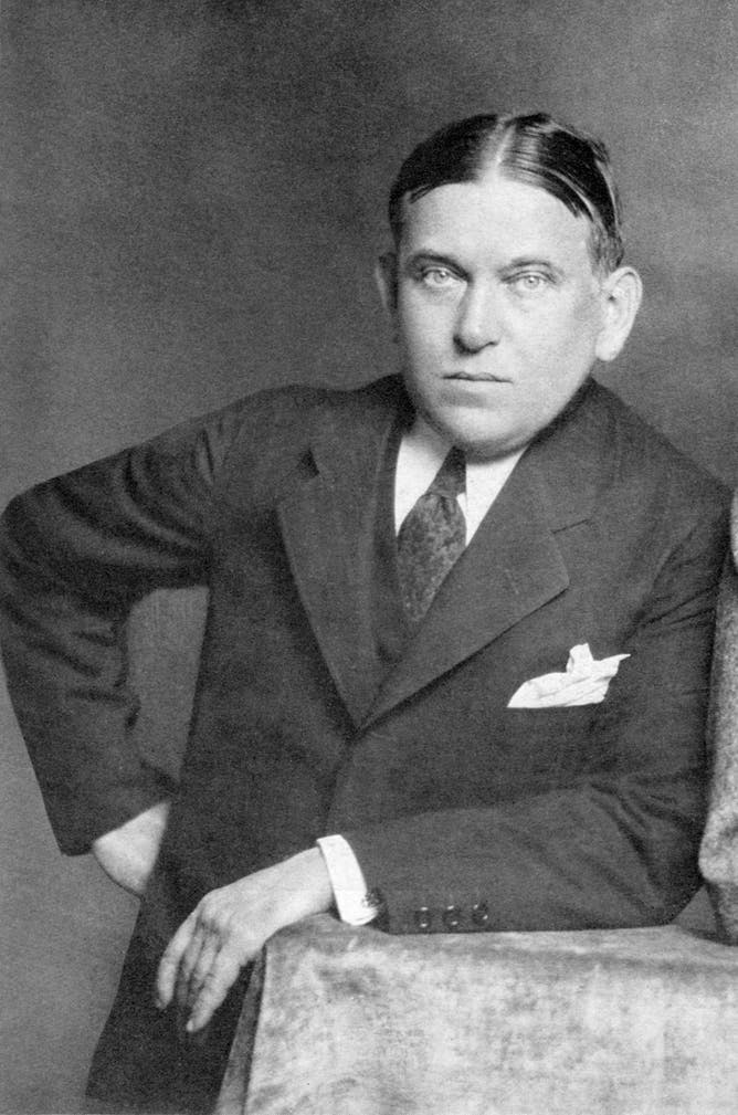 essays of h.l. mencken The online books page online books by h l mencken (mencken, h l (henry louis), 1880-1956) an online book about this author is available, as is a wikipedia article mencken, h l (henry louis), 1880-1956: the american credo: a contribution toward the interpretation of the national mind (new york: alfred a knopf, 1920), also.