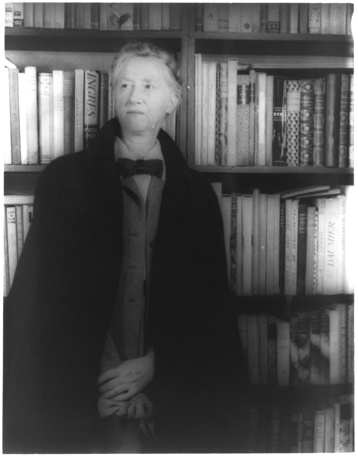 poetry by marianne moore analysis essay Half a century or so ago, when literate americans still read poetry or thought they should, everyone knew about marianne moore, the white-haired, great.