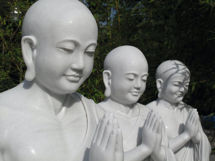monk-statues-being-kind