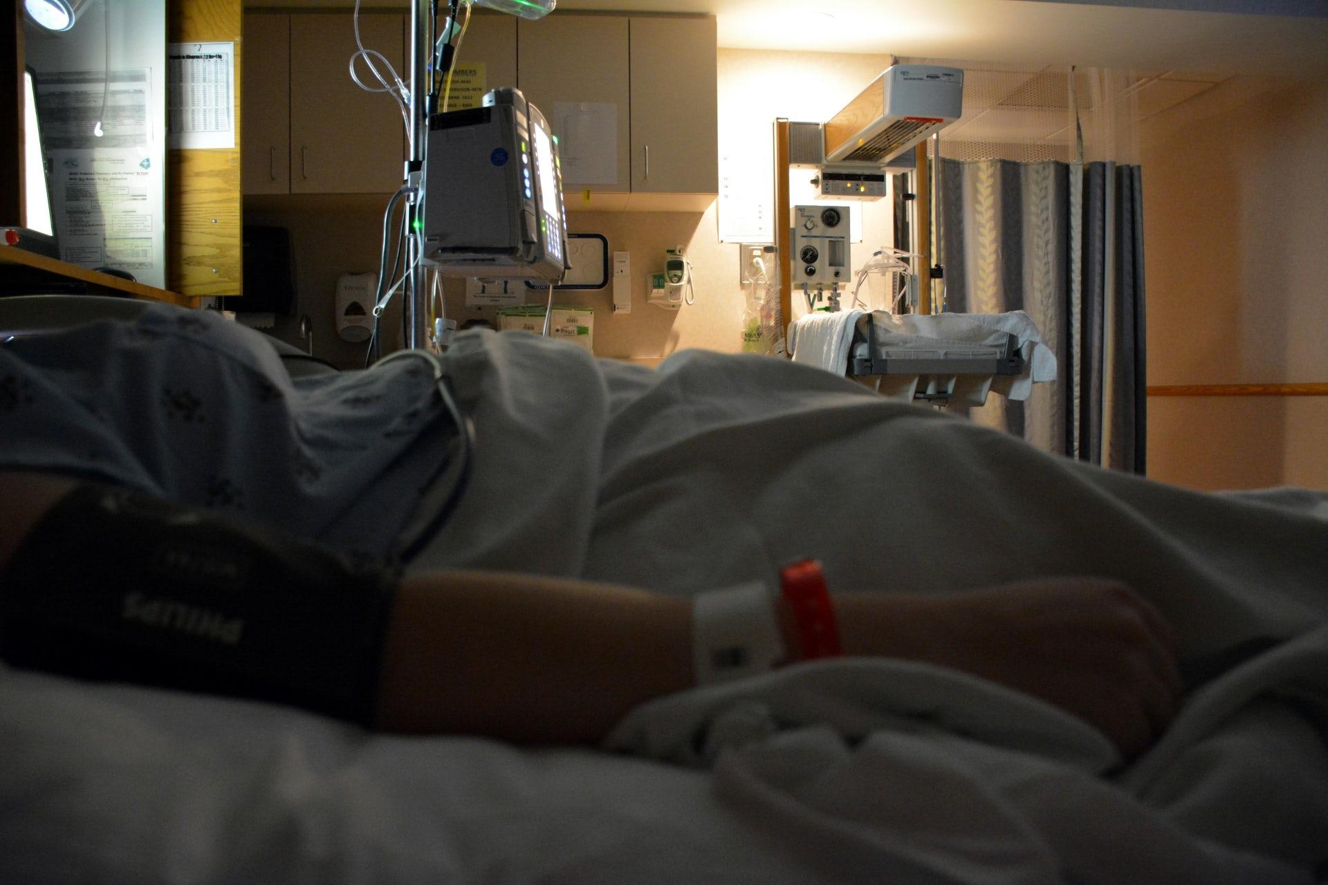 Un Patient Dans Une Chambre Du0027hôpital. 8 Français Sur 10 Sont Favorables à  La Légalisation De Lu0027euthanasie, Selon Un Sondage De Novembre 2016.