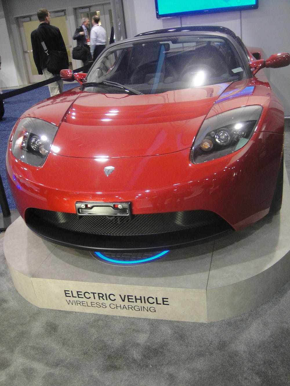 Wired Up Roads Will Soon Charge Your Electric Car While Youre Driving Automotive Circuit Wireless Remote Diagramhtml An Early Tesla Demo Of Charging Doug Kline Pop Culture Geek Cc By