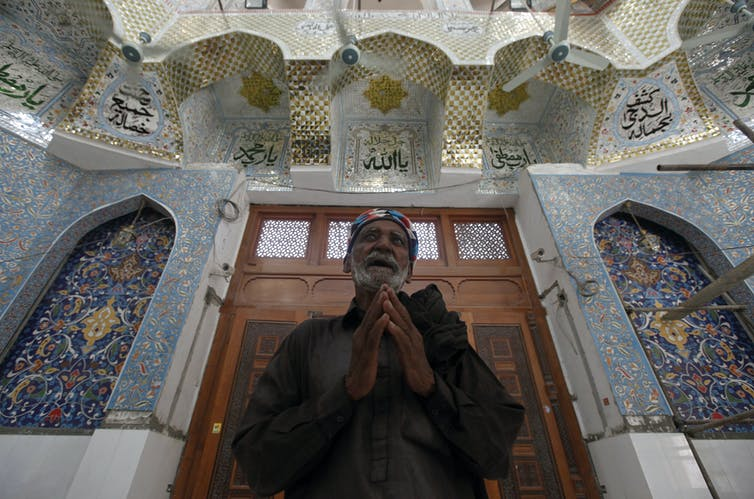 Who are the Sufis and why does IS see them as threatening?