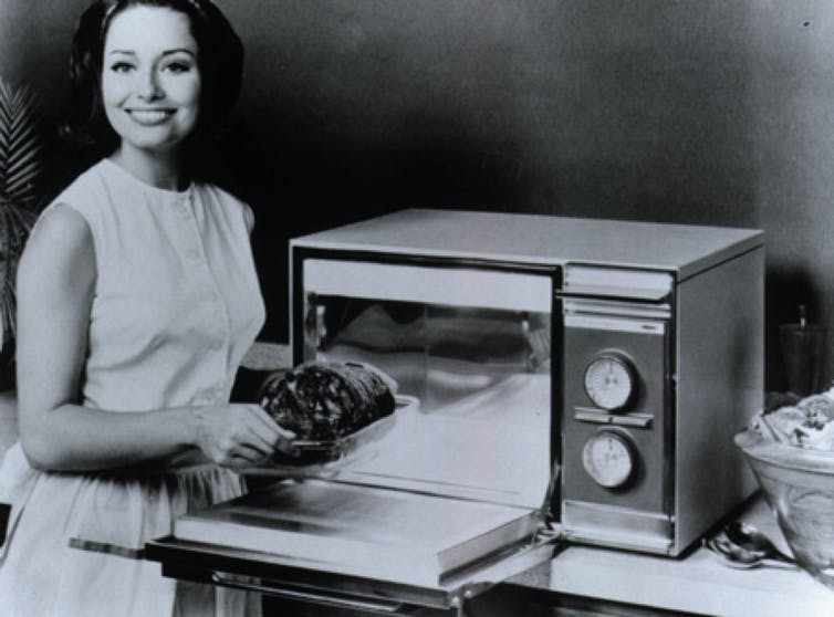 microwave oven Amana Radarange 1960s cooking history