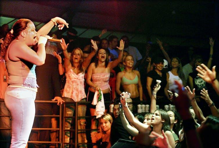 Brazilian funk diva Tati Quebra-Barraco in 2005. (Credit: Paolo Whitaker / Reuters)