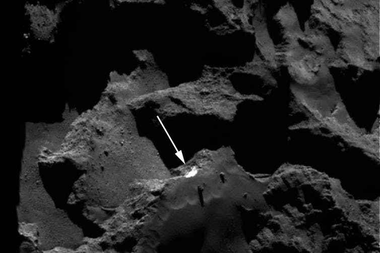 OSIRIS NAC image. The white arrow shows the Aswan cliff with water ice exposed. Credit: ESA