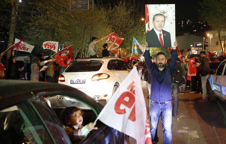 Trump congratulates Turkey's Erdogan on referendum win