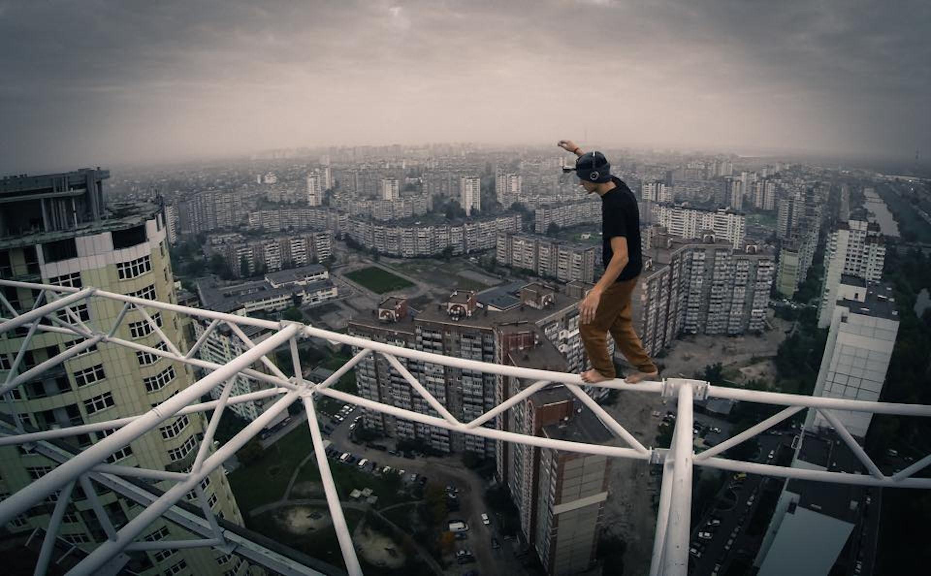 why daredevil skyscraper climbing videos give you sweaty palms
