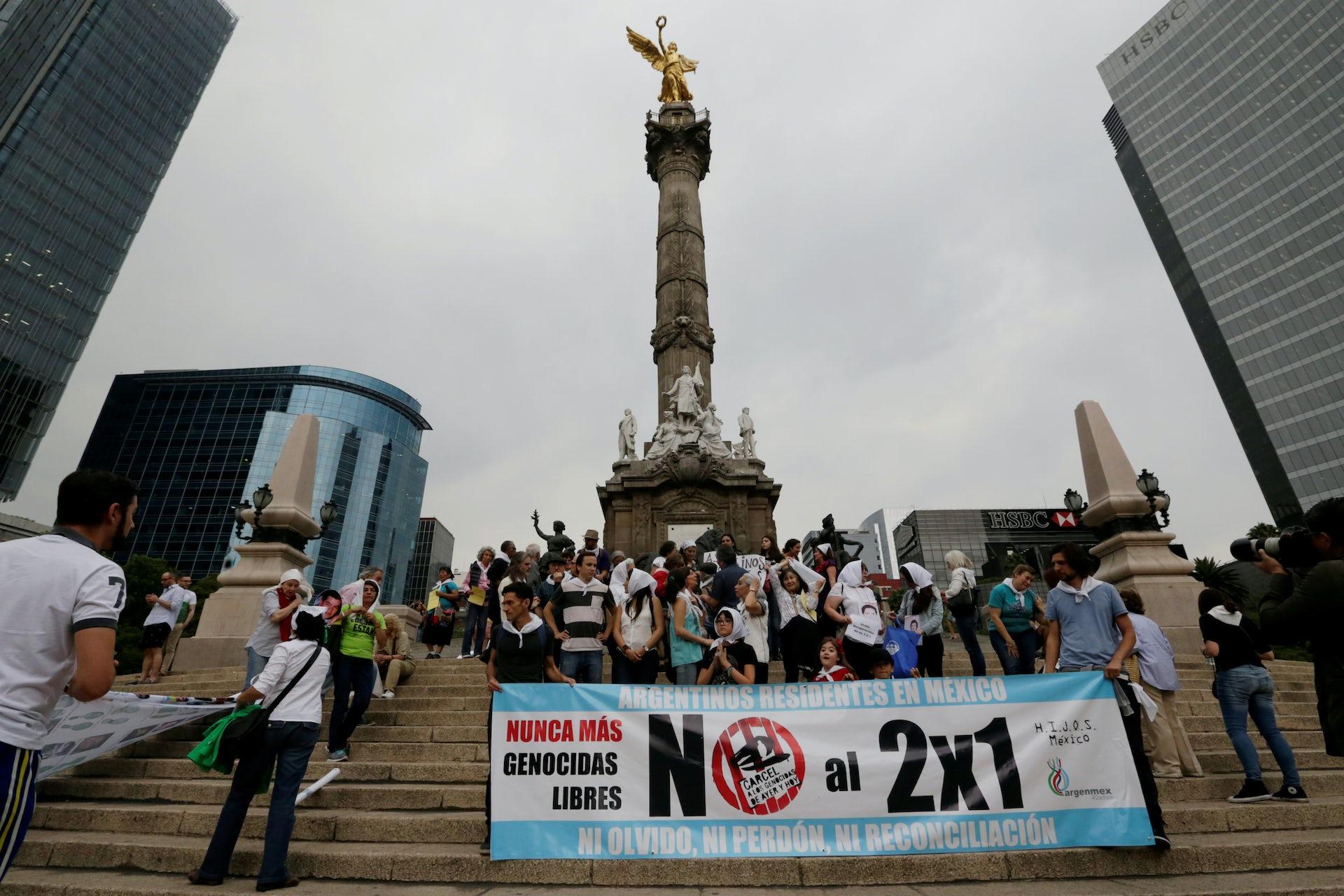 Furia en Argentina despues del juicio que da indulto a un criminal de la Guerra Sucia