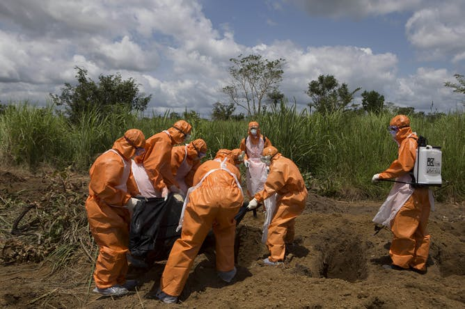 Obama: world must confront Ebola outbreak at source live