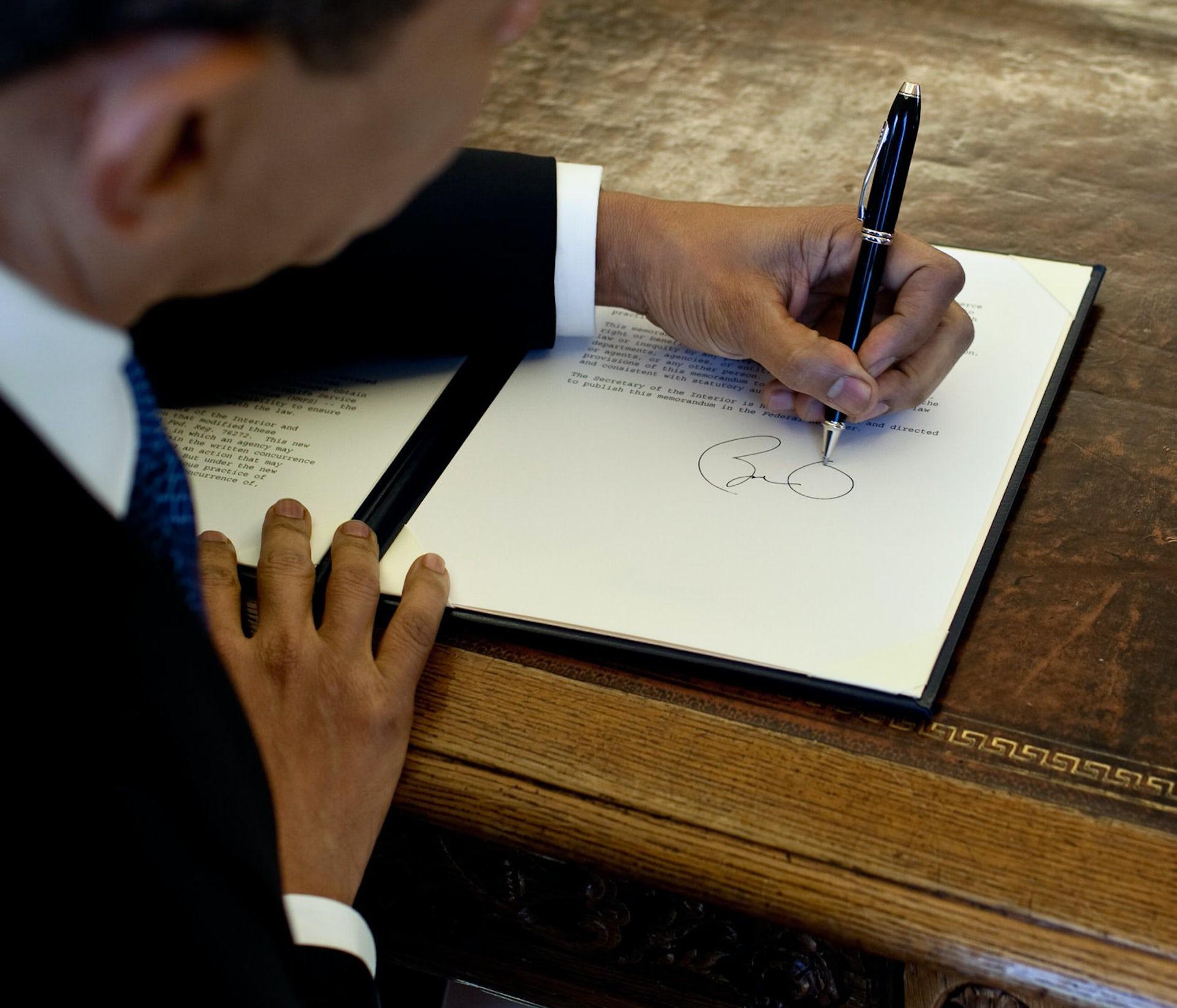 left handed artists advantages
