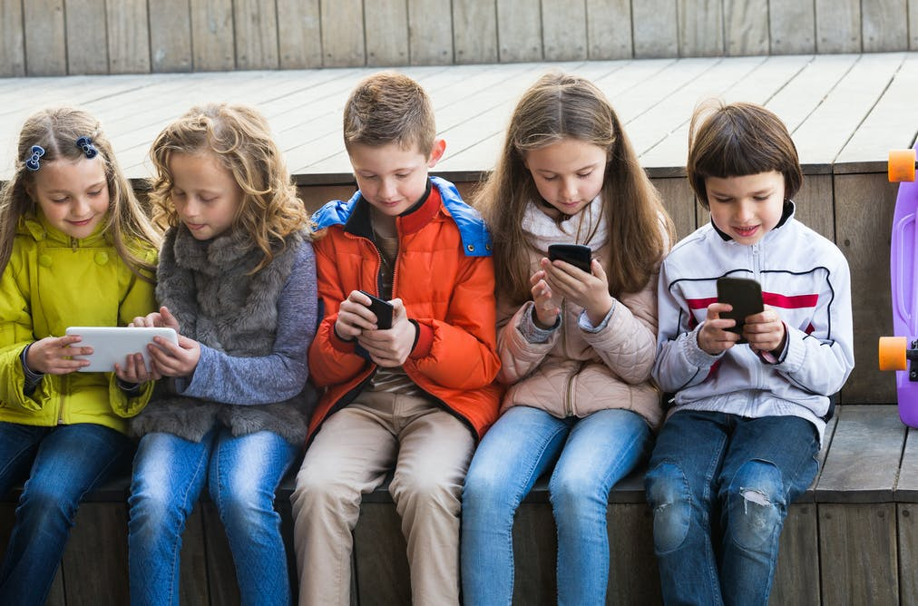 social medias effect on children 10 weird negative effects of social media on your brain damon beres aug 20 according to new research, your social networking habits might be affecting your brain more than you know.