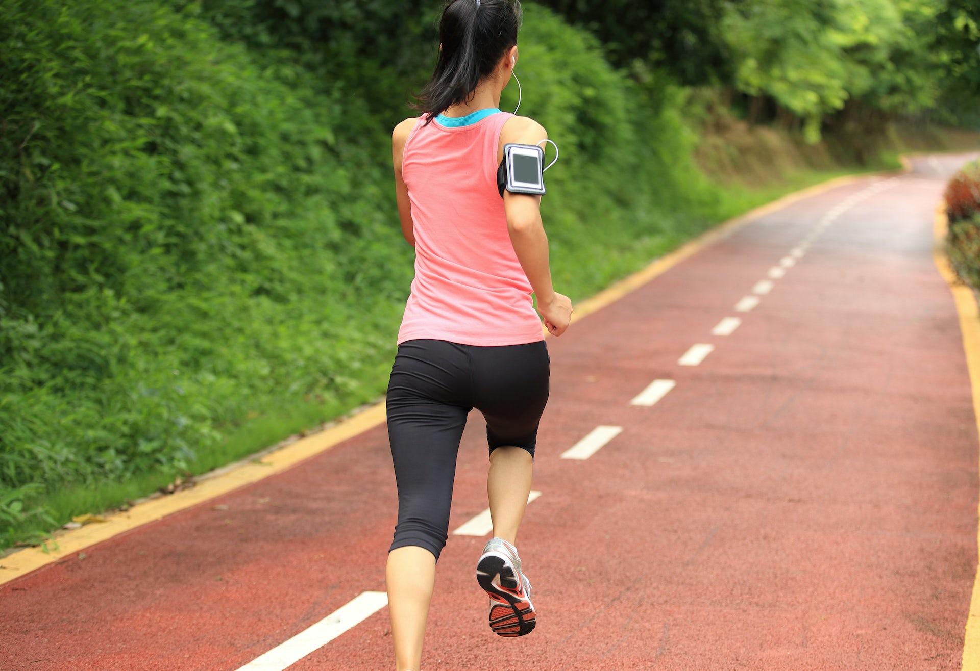 Les applications de suivi des performances sportives sont très prisées des adeptes de la course à pied. Shutterstock