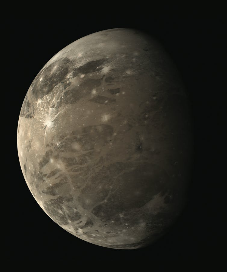 Voyager 1 image of Ganymede, Jupiter's largest moon and the largest moon in the Solar System at 5,262km in diameter (compared to Earth's Moon at 3,475km diameter). NASA/JPL/Image processed by Bjӧrn Jόnsson