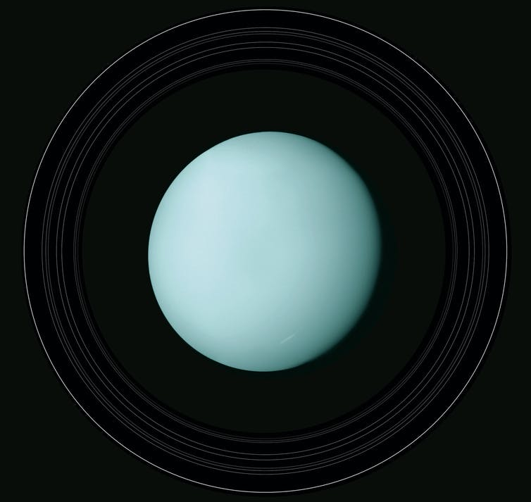 Voyager 2 captures Uranus.
