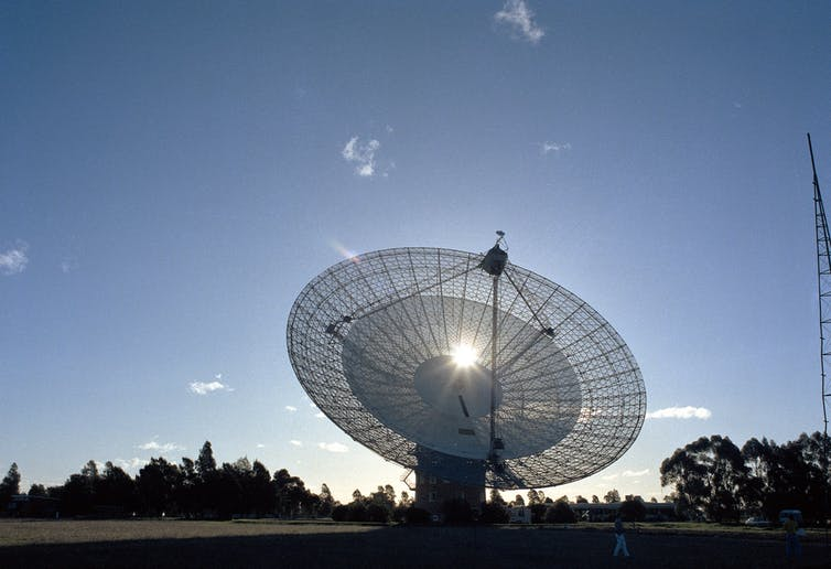 The Parkes telescope tracking Voyager 2 at Neptune on the day of the close approach.