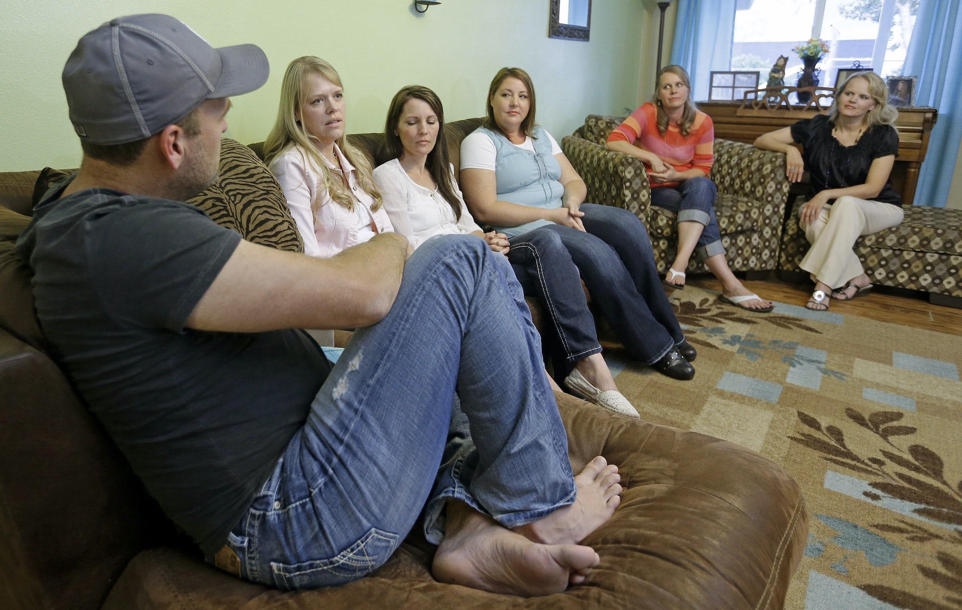 polygamist online dating dejtingsajt ryska bedrägerier