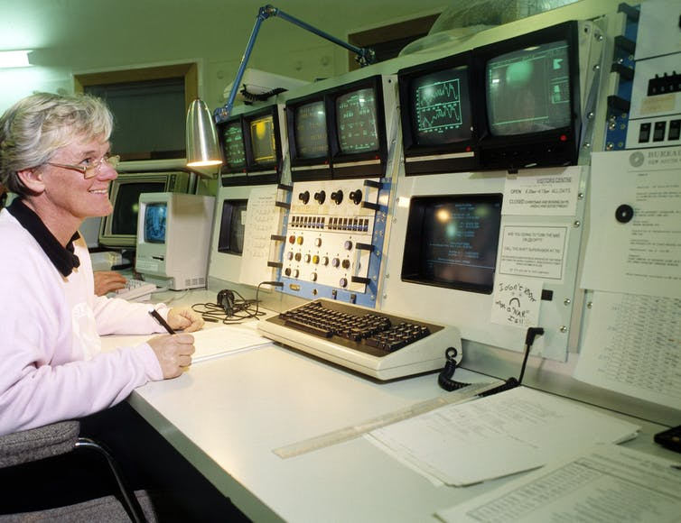 Robina Otrupcek tracking Voyager 2 at Neptune from the CSIRO Parkes telescope on the day before the close approach in 1989.