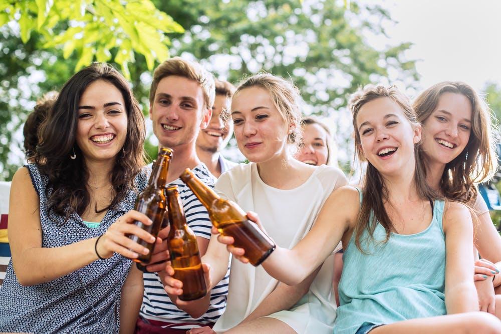 meninjau ulang bahaya gaya hidup hedonisme