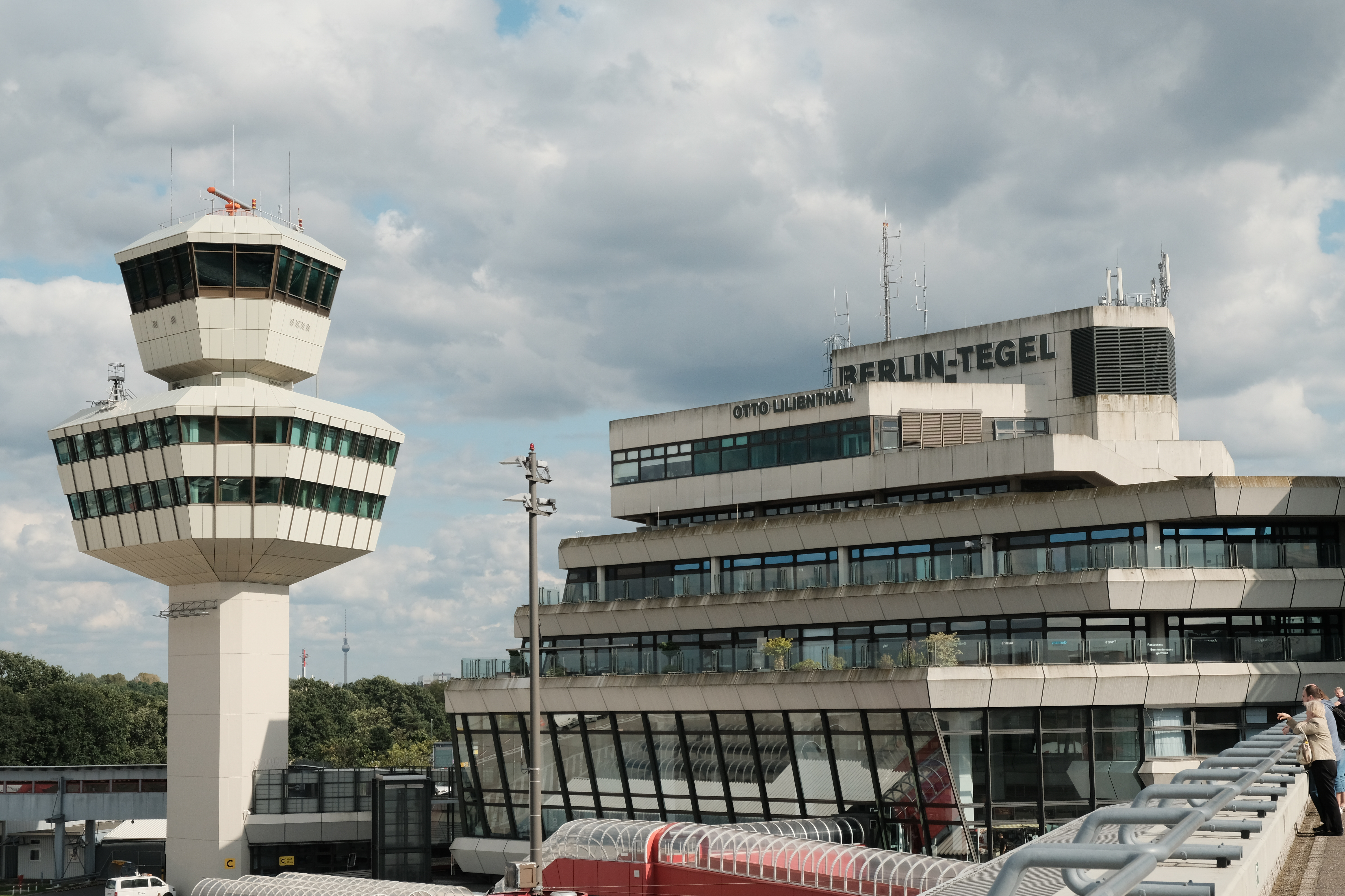 Berliners vote to keep tegel airport open but its days are numbered