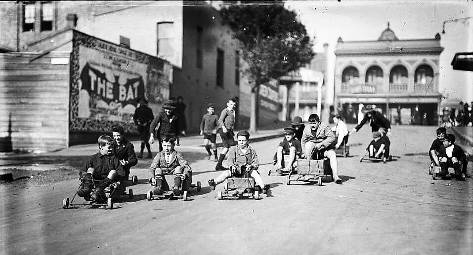 Picture of children playing with billycarts