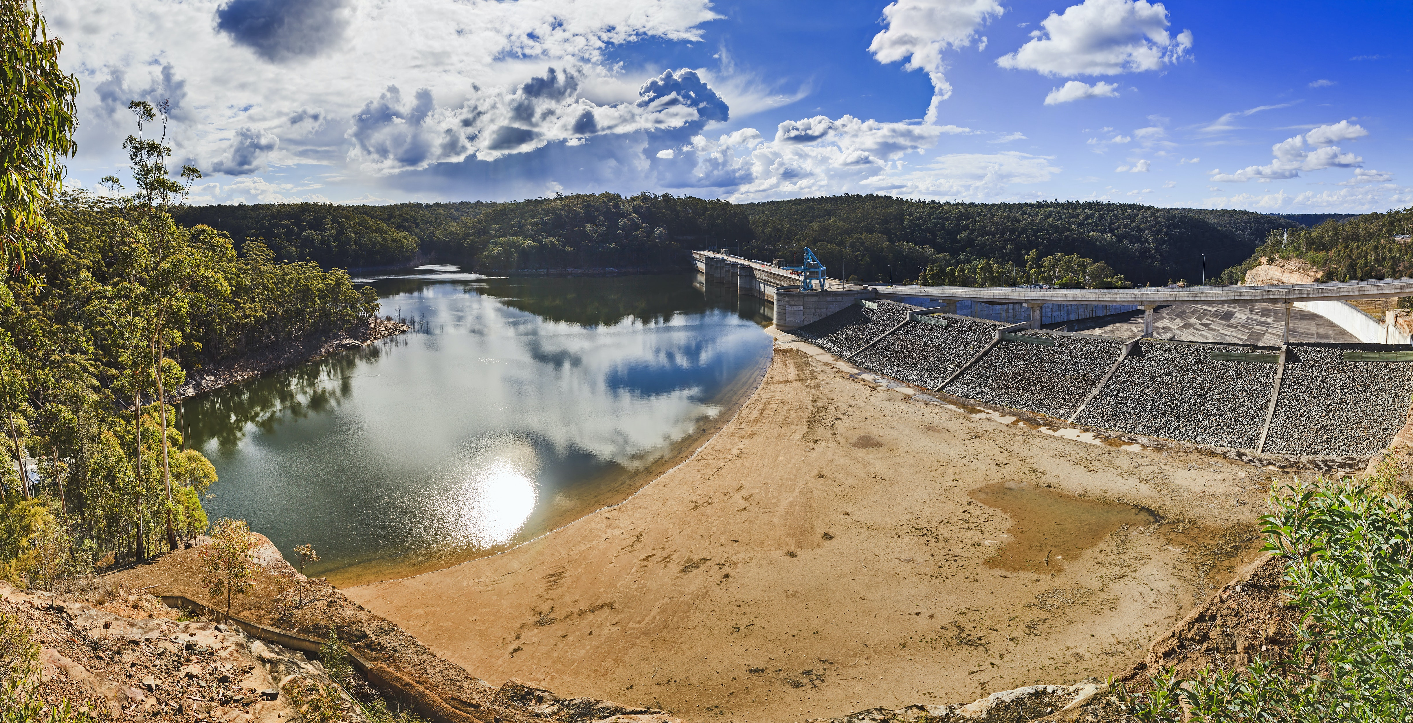 Picture of a drying Warragamba Dam