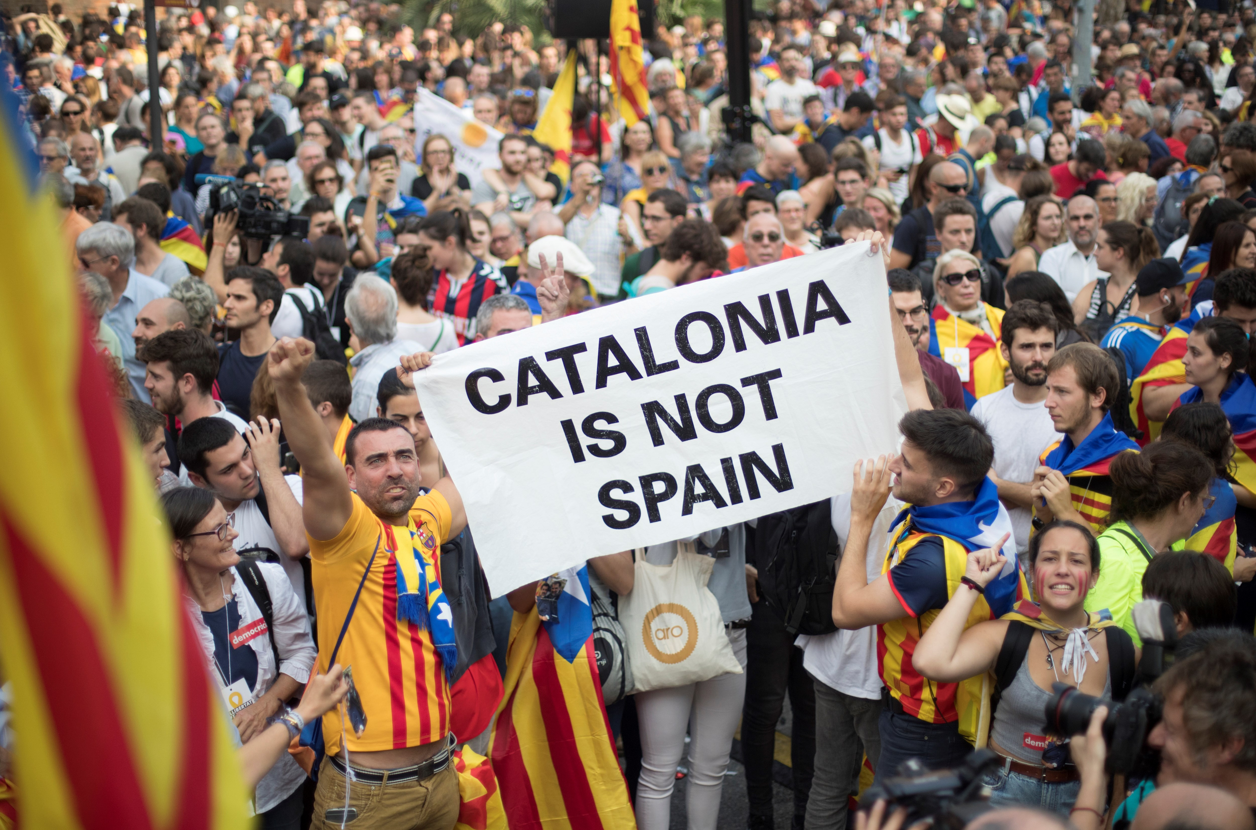 Puigdemont and five former Catalan ministers may seek asylum in Belgium