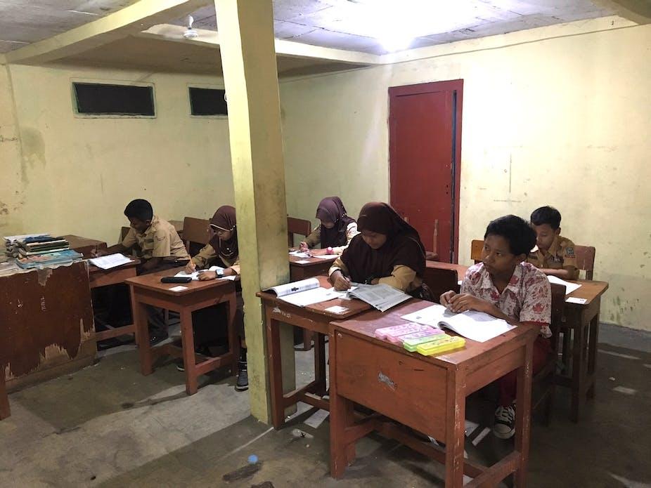 Sekolah Swasta Berbiaya Rendah Melayani Masyarakat Miskin Tapi
