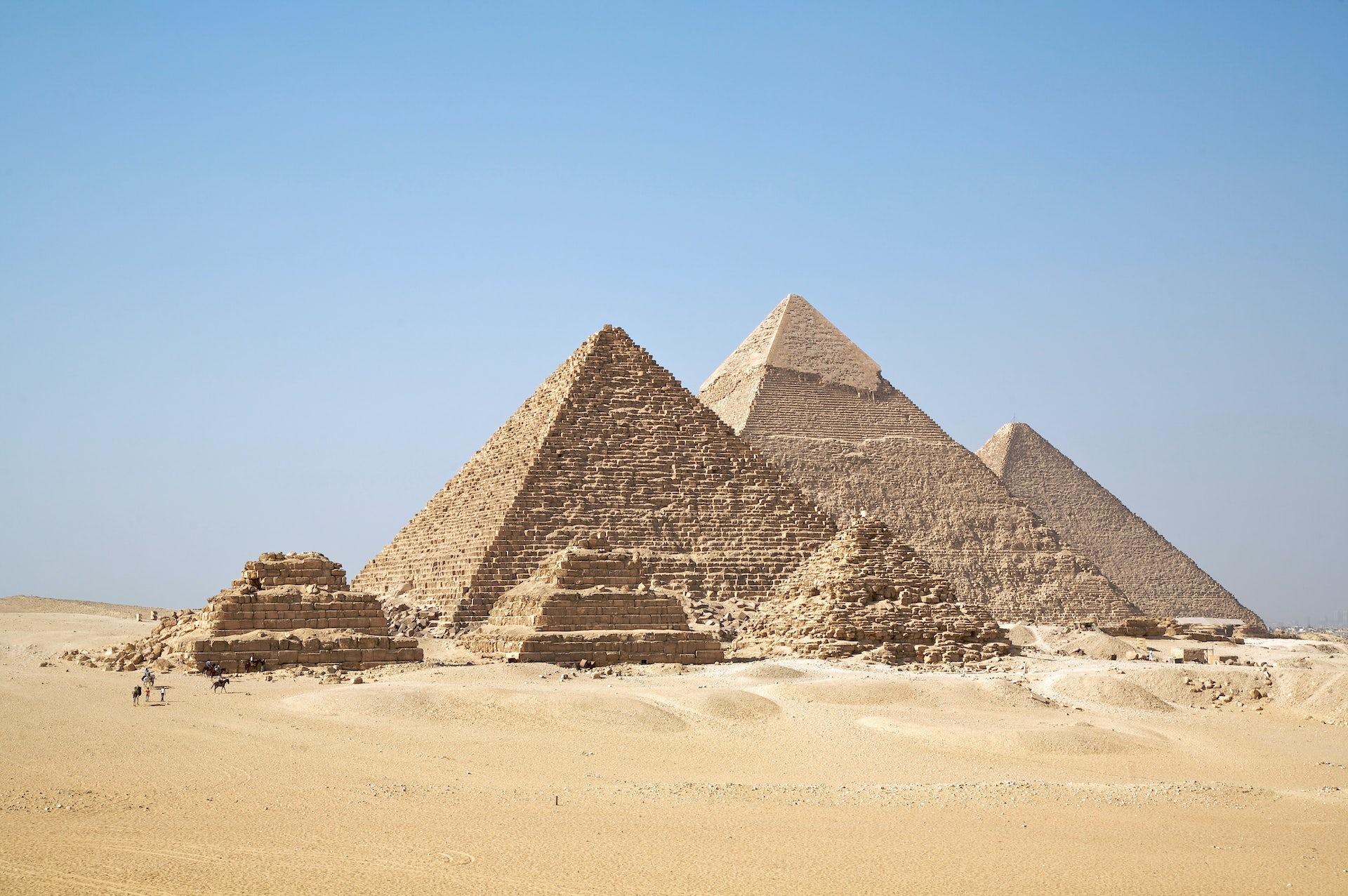 Carbon dating egyptian pyramids