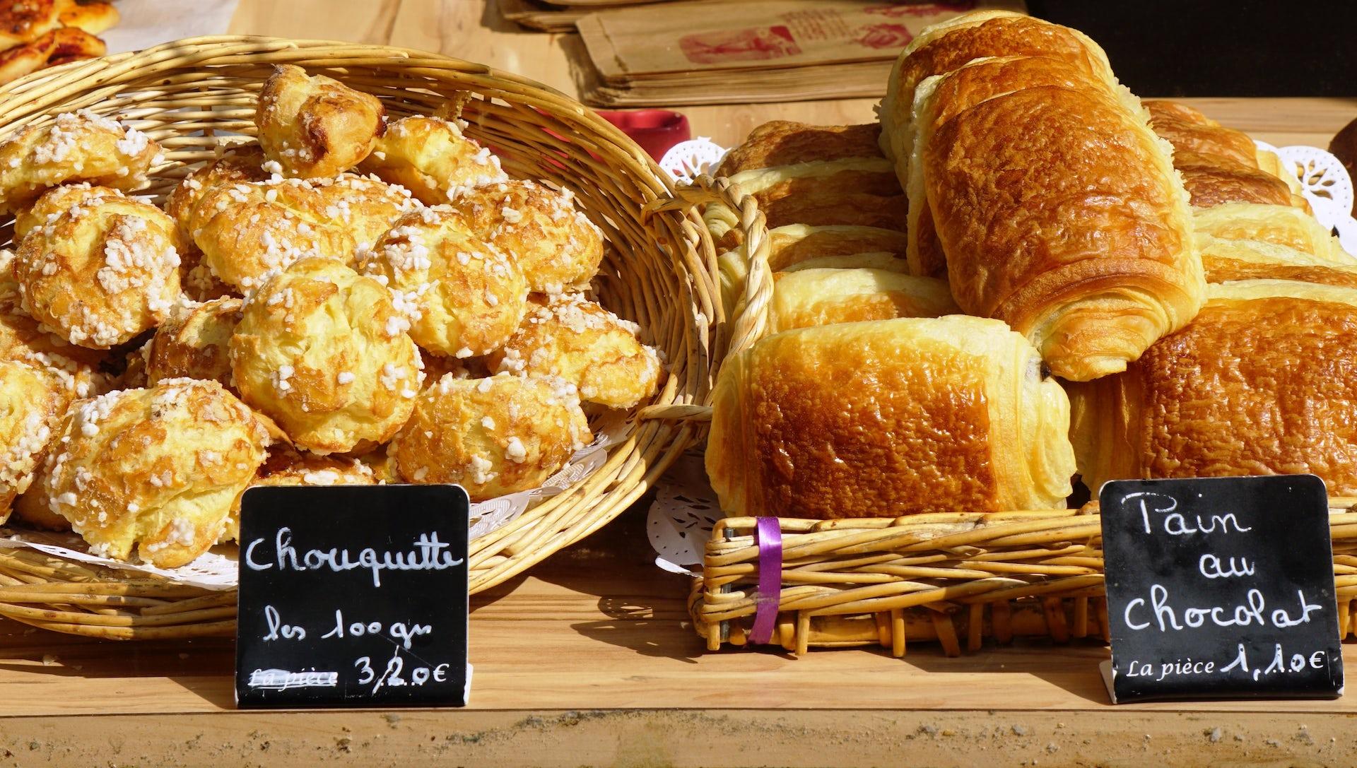 expats enjoy local foods
