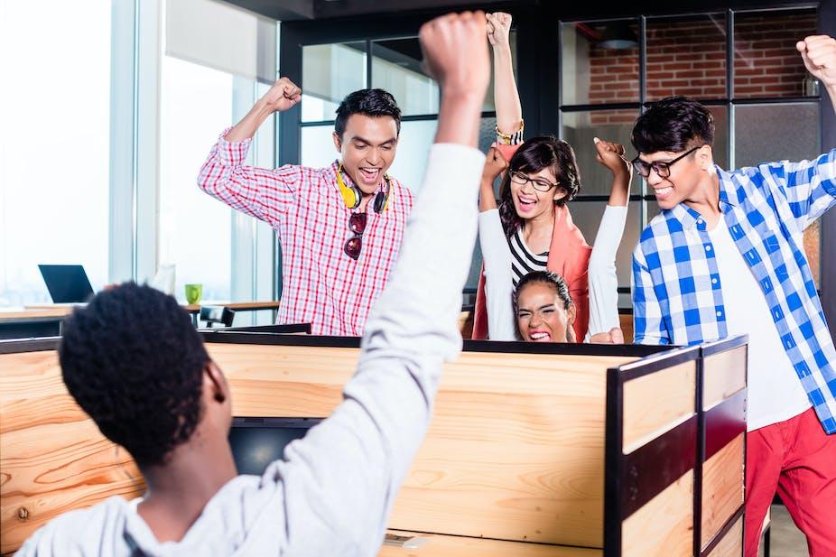 450 Ide Desainer Adalah Orang Yang Bekerja Di Sektor HD Terbaik Untuk Di Contoh