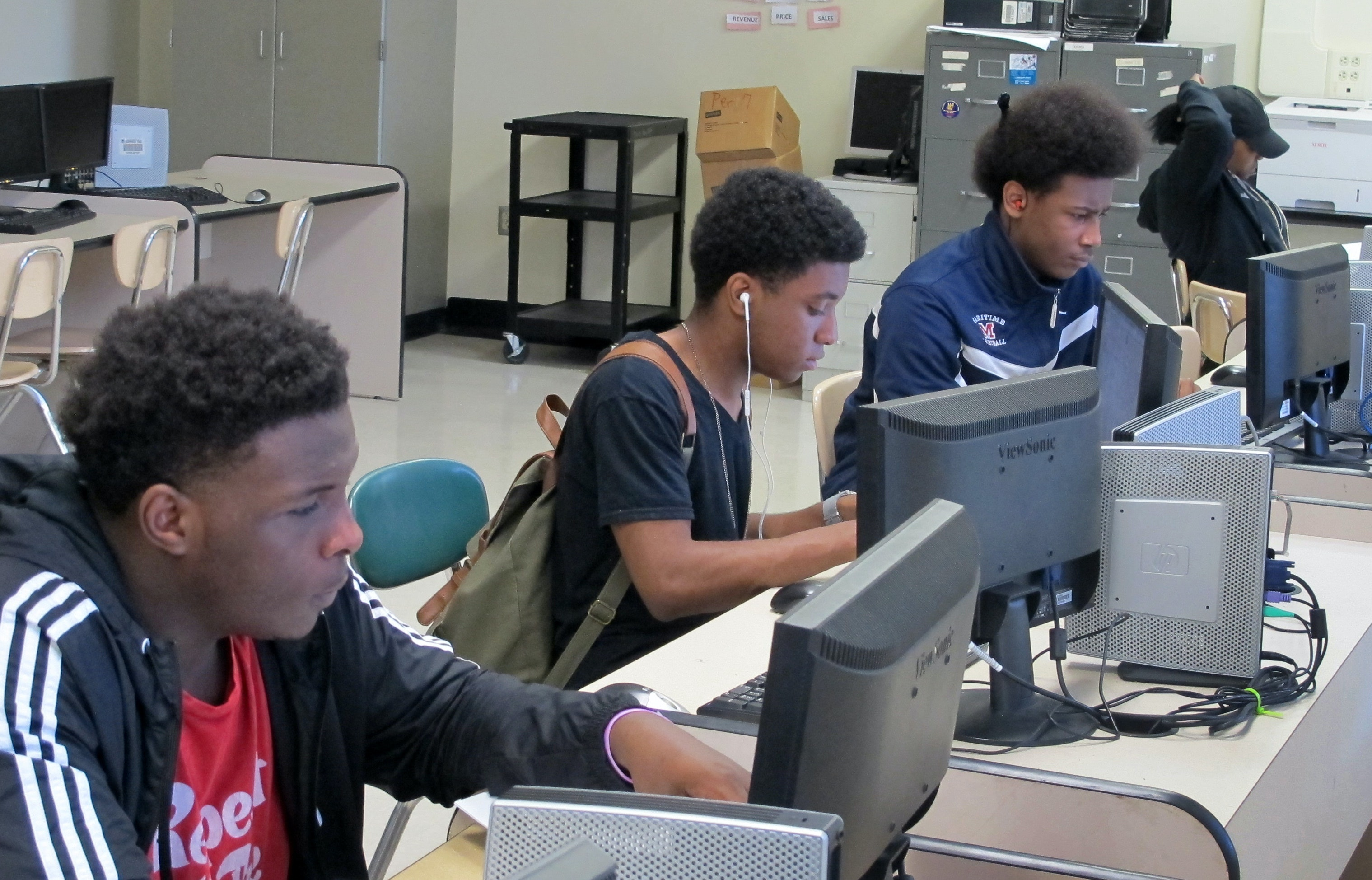 high school to college journal Essay on compare and contrast high school versus college - it is a big step from high school to college the goal of this paper is to help prepare you by sharing, from personal experience, what to expect in the transition.
