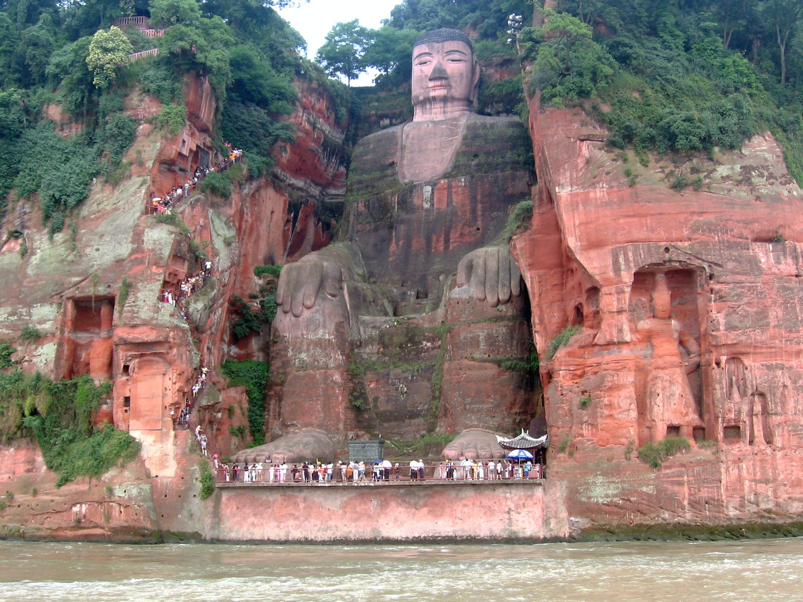 Giant Buddha Statue of Leshan, Sichuan, China. Photo credit: Ariel Steiner/wikipedia, CC BY-SA