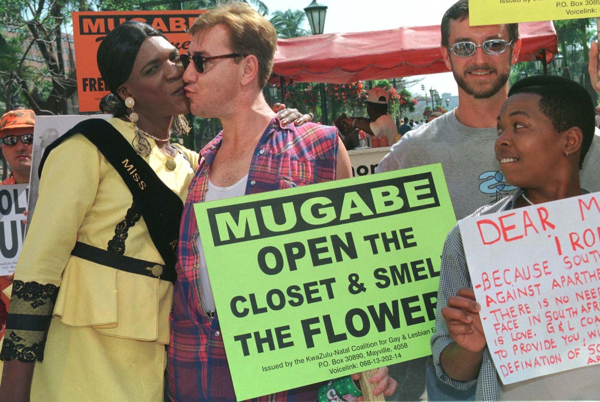 Mugabe foll i trappa