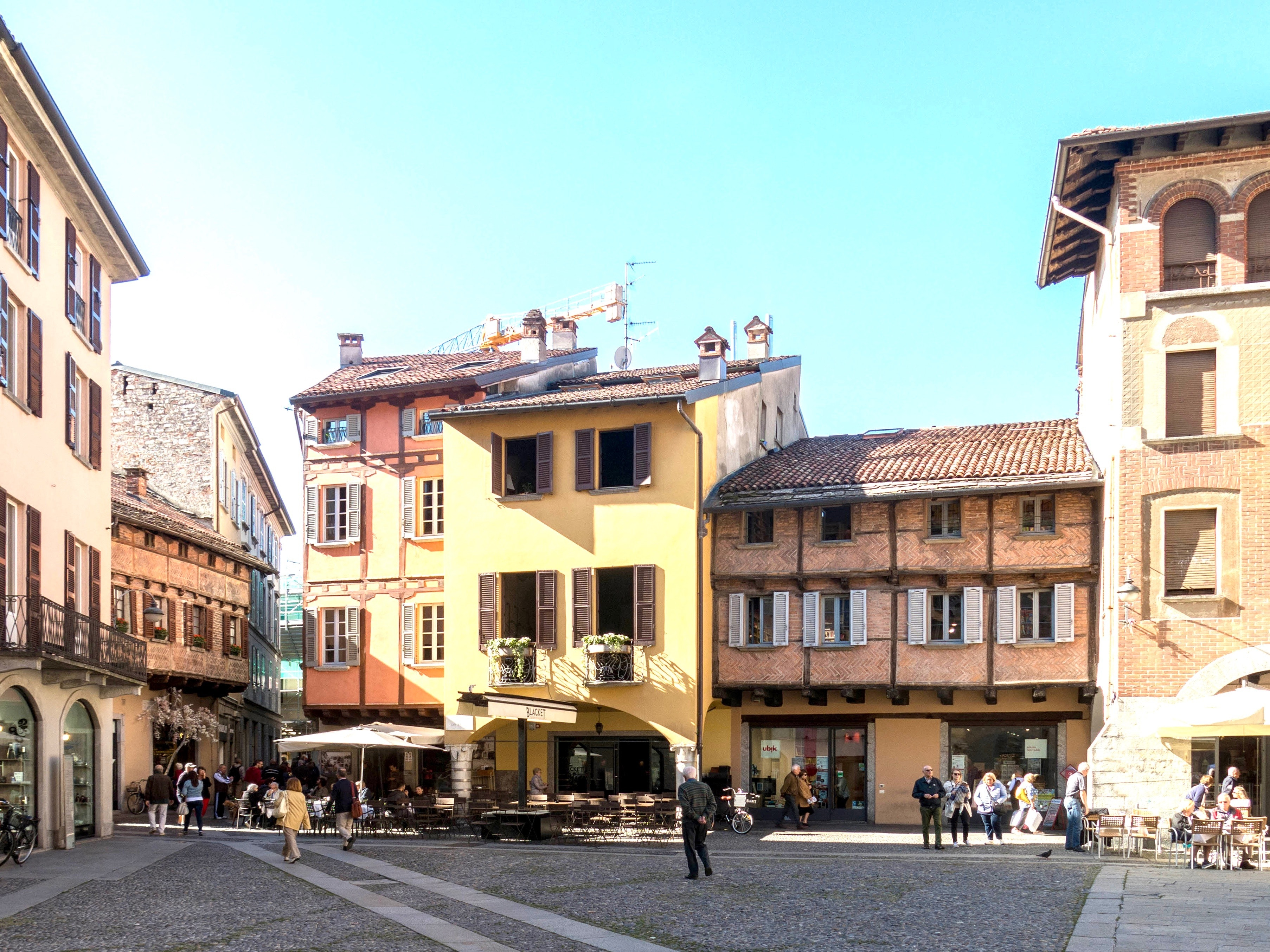 Neighbourhood living rooms – we can learn a lot from European town squares