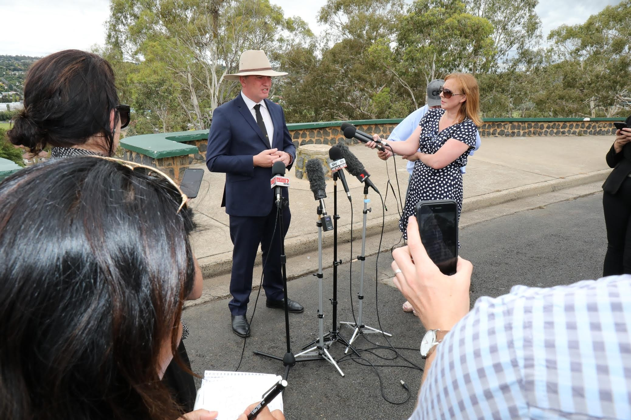 Barnaby Joyce succumbs to pressure and will go to backbench