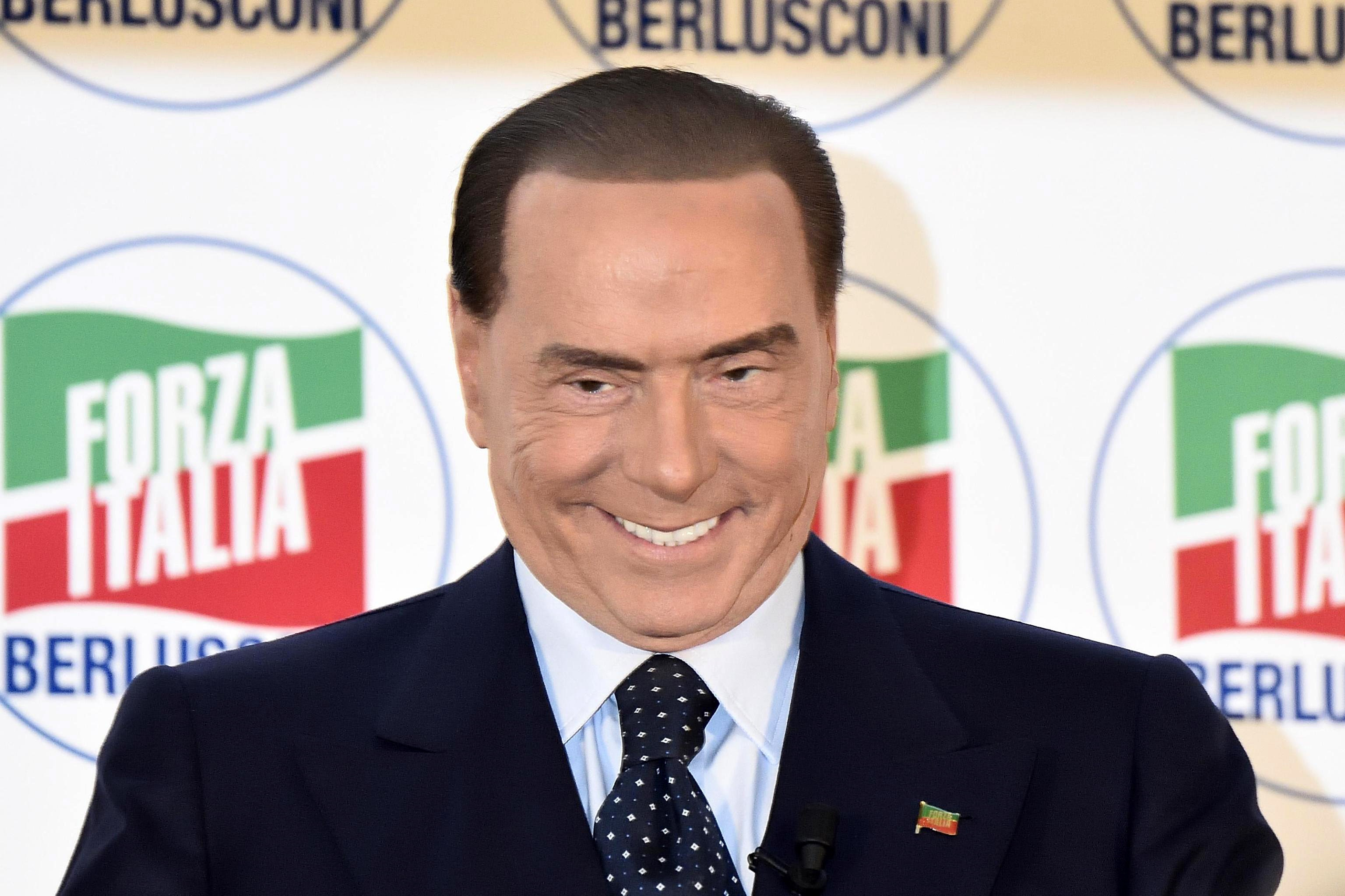 All makt till berlusconi