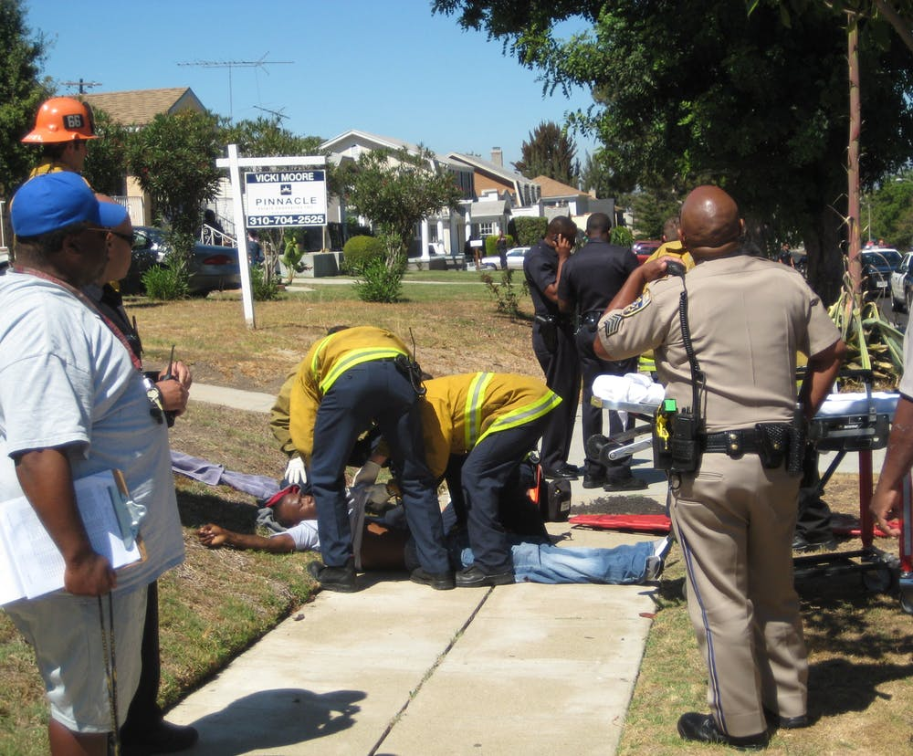 Living with neighborhood violence may shape teens' brains