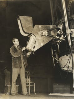 W. Merrill standing at the spectrograph mounted on the 60-inch telescope at Mount Wilson Observatory. Photo: Observatories of the Carnegie Institution for Science Collection at the Huntington Library, San Marino, California