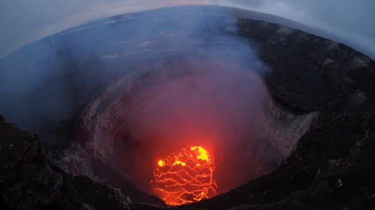 eruptions from Kīlauea volcano place the Hawaiian island on red alert