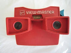 View Master slide viewer, developed in the 1930s and still available today. deiby, CC BY