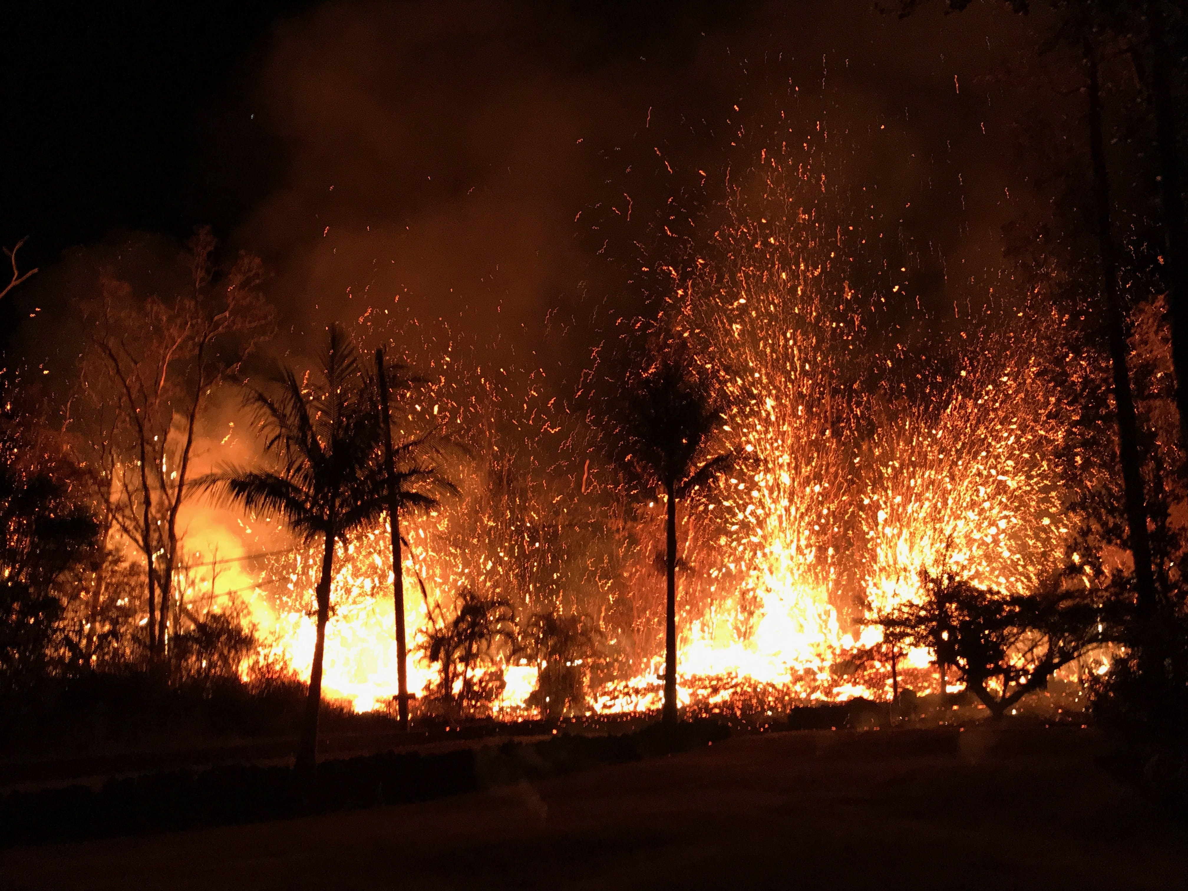 eruptions from Kīlauea volcano place the Hawaiian island on red alert