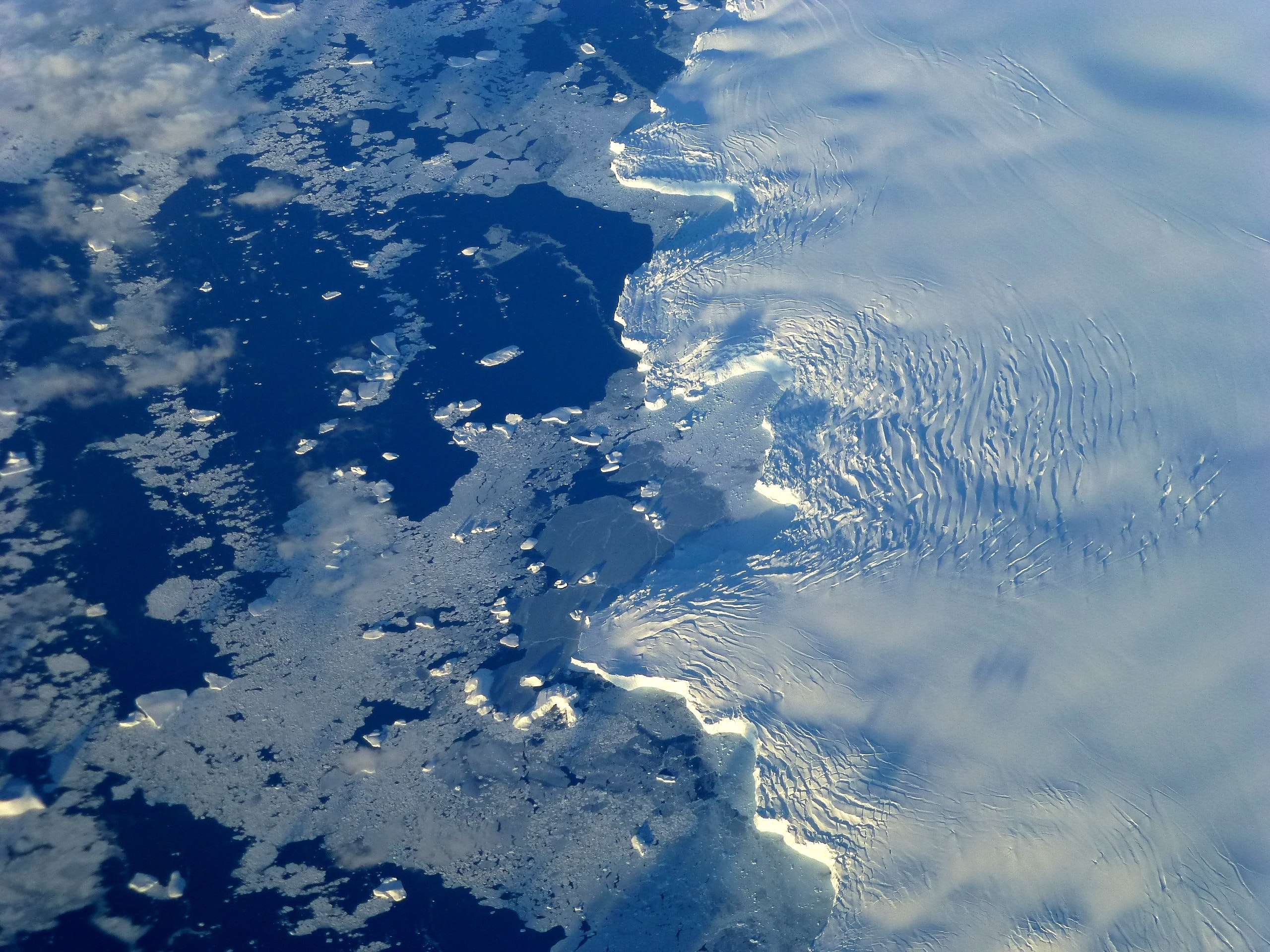 Ocean waves and lack of floating ice can trigger Antarctic ice shelves to disintegrate