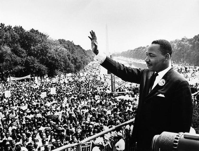 El Reverendo Martin Luther King Jr. es, sin duda, el ejemplo más conocido de religiosos comprometidos con la política. Aquí, en el Lincoln Memorial, donde pronunció su famoso discurso, 'Tengo un sueño', el 28 de agosto de 1963.US government/Wikimedia