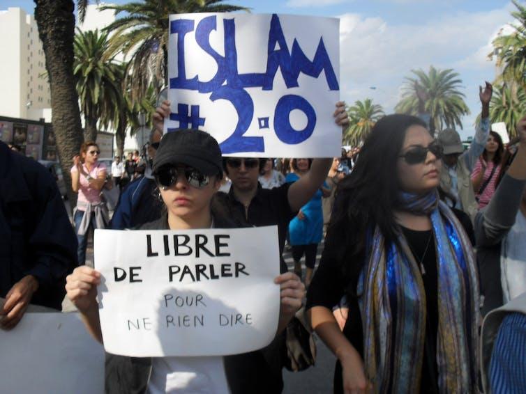 Tunecinos se manifiestan sobre el papel del Islam en su nueva sociedad en octubre de 2011.Magharebia/Flickr,CC BY-SA