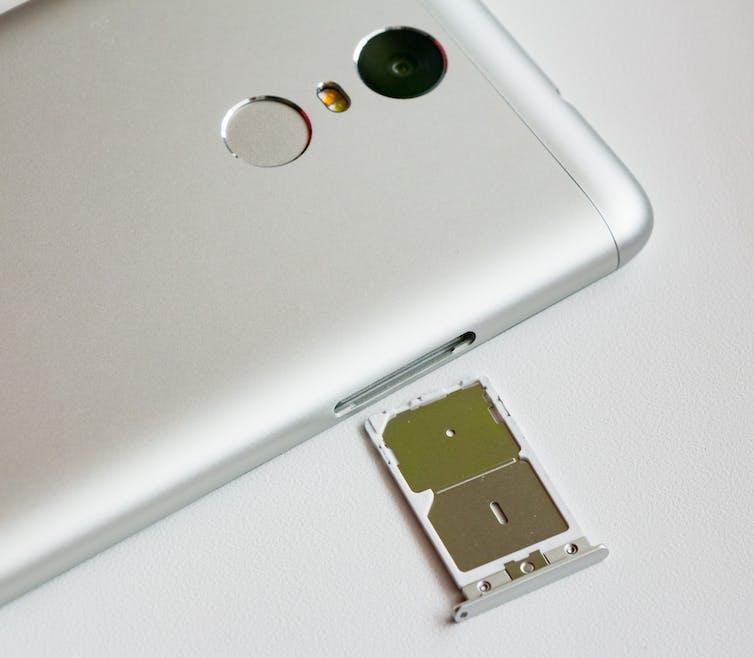 How do SIM cards make a phone work?